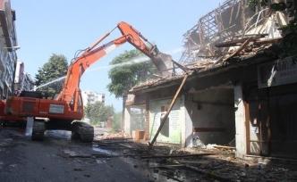 Akçakoca'da kentsel dönüşüm projesinde yıkımlar sürüyor