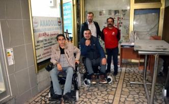 Özel İdare tekerlekli sandalye verdi...