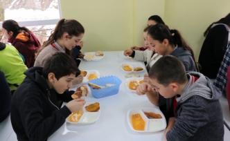 Müdür vekili işçi gibi çalıştı, öğrenciler yemekhaneye kavuştu!..