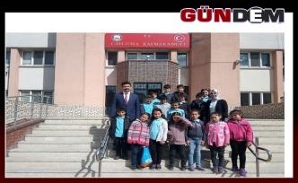 Öğrenciler, Huzurevini ziyaret ederek 'yaşlılar haftalasını' kutladılar