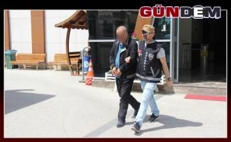 15 yıl hapis cezası ile aranan dolandırıcı AVM önünde yakalandı!..
