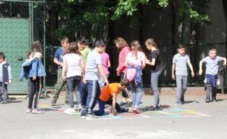 Safranbolu'da okul bahçeleri öğrenciler için renklendi