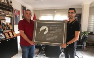 Erdoğan Bıyık'a anlamlı hediye