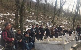 Trafik kazasında kaybeden imam hatip mezarı başında anıldı