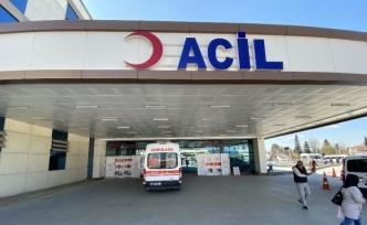 Baş ağrısı şikayetiyle geldiği hastanede doktora saldırdı
