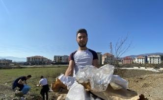 Öğrenciler kısa mesafede 100 kilo çöp topladı