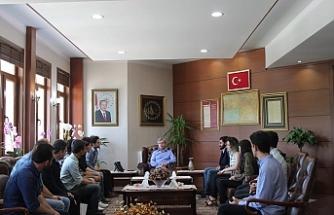Dünya ikincileri Vali Çınar'ı ziyaret etti