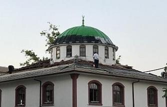 Akçakoca Çuhallı Camisinin çatısı onarılıyor!