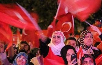 Düzce'de Demokrasi ve Milli Birlik Günü için vatandaşlar Mehter ile yürüdü