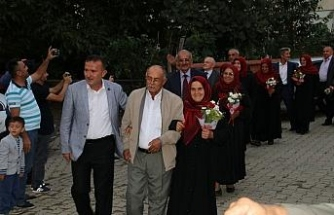 Kaçarak evlenen 8 çift 40 yıl sonra düğün yaptı