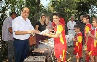 Başkan Demirtaş sporculara mangal partisi