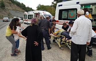 Otomobiller çarpıştı: 4'ü çocuk 7 yaralı
