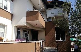 Düzce'de çıkan yangında evin bir odası kullanılmaz hale geldi