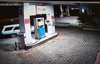 Oto hırsızlarının kaçış anları güvenlik kamerasında