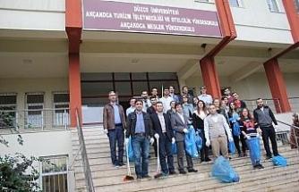 Düzce Üniversitesi Akçakoca yerleşkesinde çevre temizliği gerçekleştirildi