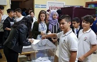 Öğrenciler meclis başkanını seçtiler