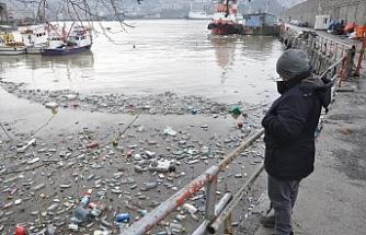 Liman, çöp yığını oldu!