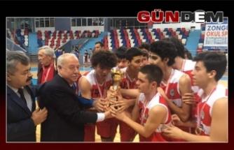 Akdemir, şampiyon oyuncuları kutladı