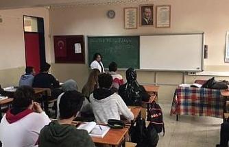 """Down Sendromlu Aynur'un """"Öğretmenlik"""" hayali gerçek oldu"""