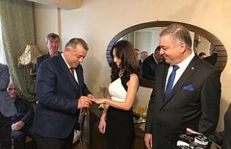 MHP'li başkan adayı Bıyık kız istedi, yüzük taktı