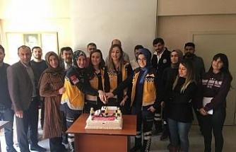 Acil Tıp Teknisyenleri pasta kesti