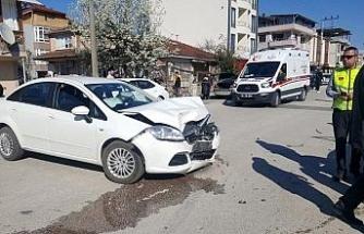 Düzce'de iki otomobilin karıştığı kazada 3 yaralı