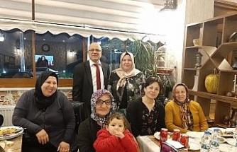 Birlik ve beraberlik için köyündeki kadınlarla bir araya geldi