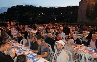 Eski mahalle kültürleri mahalle iftarları ile hatırlanıyor