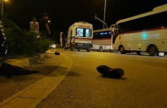 Ambulans motosiklete çarptı; 1 yaralı