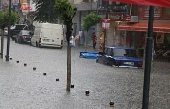 Karabük'te etkili olan sağanak yağış hayatı durma noktasına getirdi