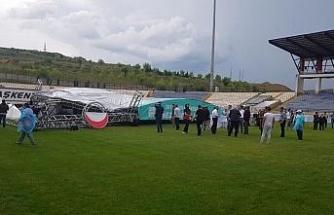 Karabük'te mezuniyet töreni için kurulan konser sahnesi yıkıldı: 2 yaralı