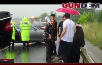 TEM'de lüks araç takla attı: 4 yaralı