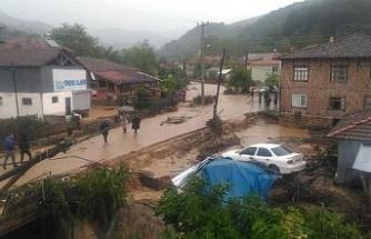 Akçakoca'da köy halkı selde mahsur kaldı