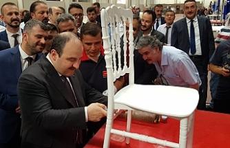 Bakan Varank, sandalye boyadı!..