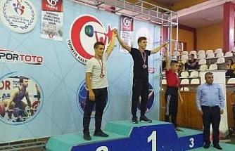 Hasan Kesek halterde Türkiye ikincisi oldu