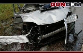 İki araç kafa kafaya çarpıştı!..