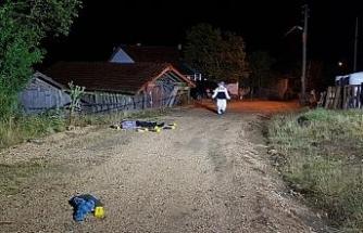 Kendisine baltayla saldıran baba ve oğlunu tüfekle öldürdü