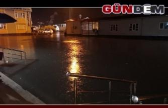 Yağmur köylü pazarını esir aldı