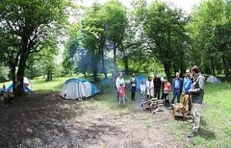 Yenice Ormanlarında hem kamp yaptılar hem de doğa eğitimi aldılar