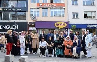 AK Parti vatandaşlara aşure dağıttı