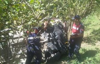 Aracıyla 60 metreden dereye yuvarlandı: Sürücü hayatını kaybetti