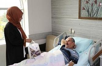 Belediye personelinden hastalara ziyaret