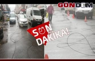 Kopan elektrik telleri araçların üzerine düştü!..