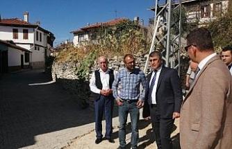 Vali Gürel, Yazıköy'de devam eden yol çalışmalarını inceledi