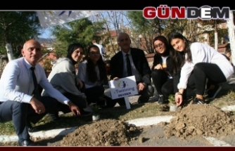 Ahmet Taner Kışlalı Ortaokulundan Fidan Dikimi