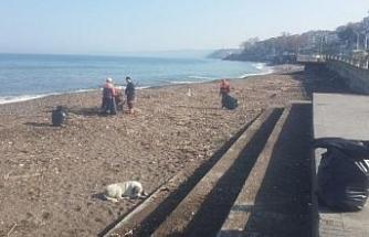 Akçakoca sokakları ve sahilleri temizleniyor