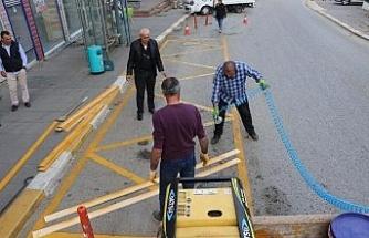 Akçakoca'da otobüs duraklarına sarı çizgi
