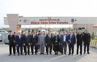 """İnsan Hakları Komisyonu Başkanı Yayman: """"Cezaevlerinde işkence, kaba şiddet, bir insan hakkı ihlali bulunmamaktadır"""""""