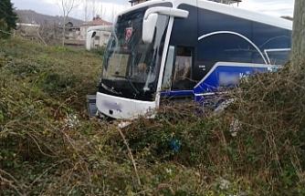 Yolcu Otobüsü Bariyerlere Çarparak Yoldan Çikti!..