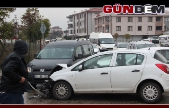 Zincirleme trafik kazası; 3 yaralı